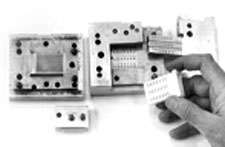 Un-mounted, hand-operated mold for prototype parts